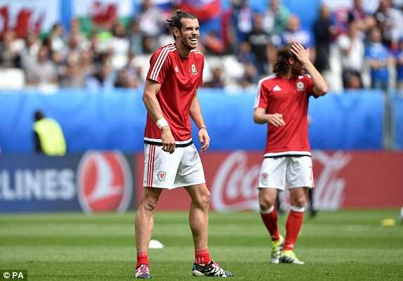 Truc tiep Euro 2016: Xu Wales vs Slovakia hinh anh 14