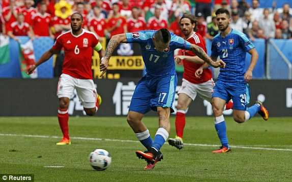 Truc tiep Euro 2016: Xu Wales vs Slovakia hinh anh 12