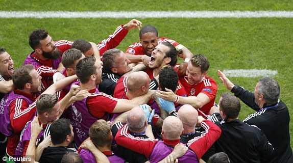 Truc tiep Euro 2016: Xu Wales vs Slovakia hinh anh 10