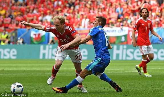 Truc tiep Euro 2016: Xu Wales vs Slovakia hinh anh 8