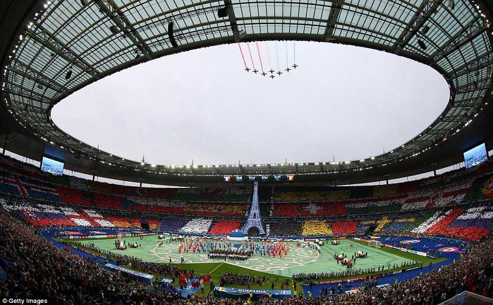Khai mac Euro 2016: Khong luc Phap bay ngang bau troi Stade de France hinh anh 1