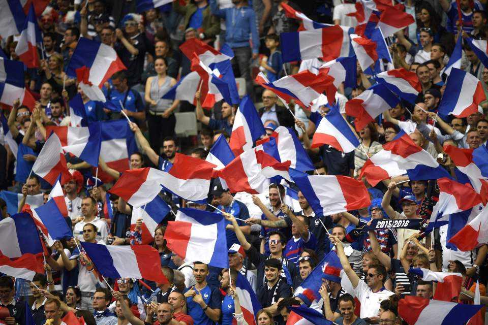 Khai mac Euro 2016: Khong luc Phap bay ngang bau troi Stade de France hinh anh 17