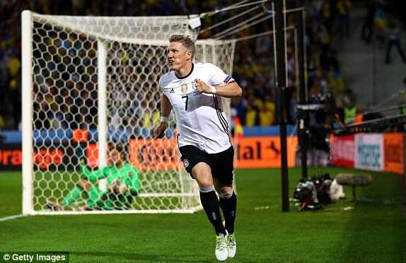 Bastian Schweinsteiger ghi ban, Duc ha Ukraine trong tran cau man nhan hinh anh 1