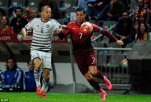 Ronaldo la so 1 Bo Dao Nha: Buon thay, quanh anh chang con ai hinh anh 2