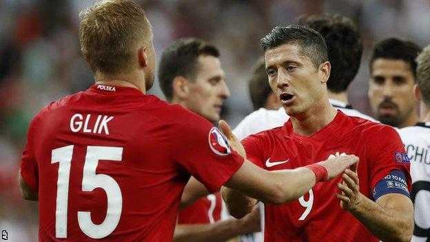 Ba Lan diu Duc 've dich an toan', lo dien doi dau tien chia tay Euro 2016 hinh anh 1