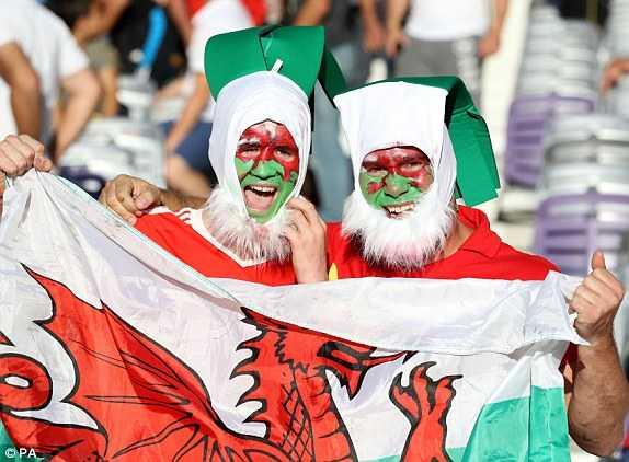 Truc tiep Euro 2016: Nga vs Xu Wales hinh anh 21