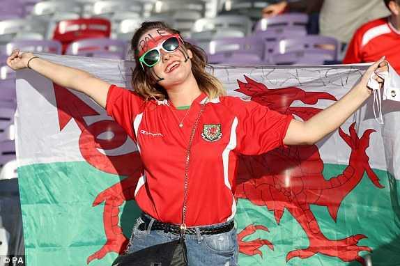 Truc tiep Euro 2016: Nga vs Xu Wales hinh anh 20