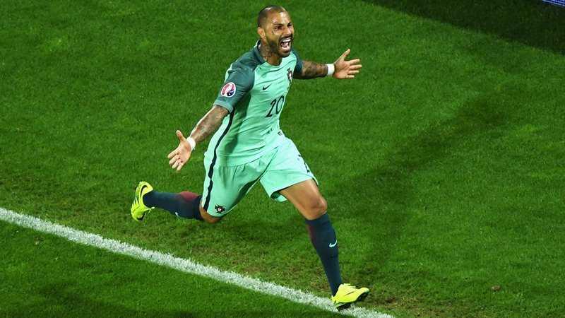 Ronaldo-Quaresma: Ban than, phan trai nguoc hinh anh 1
