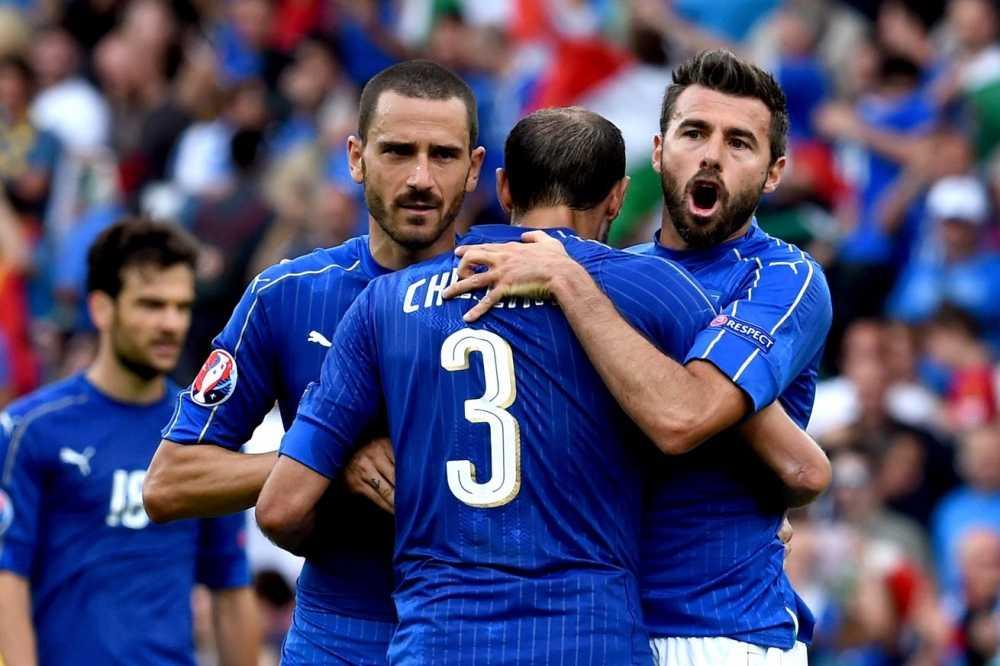 Italia loai Tay Ban Nha: Nuoc mat doi mau trong con mua hinh anh 2