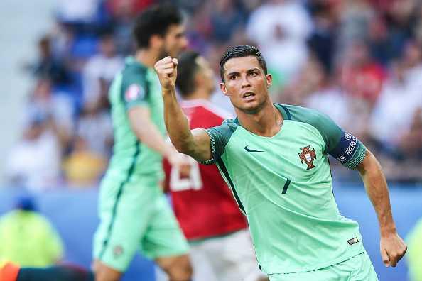 Ronaldo dung voi che nguoi khac nho nhen hinh anh 3