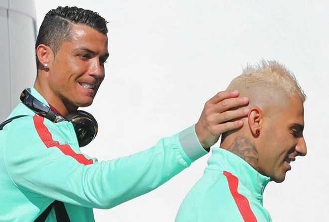 Ronaldo-Quaresma: Ban than, phan trai nguoc hinh anh 2