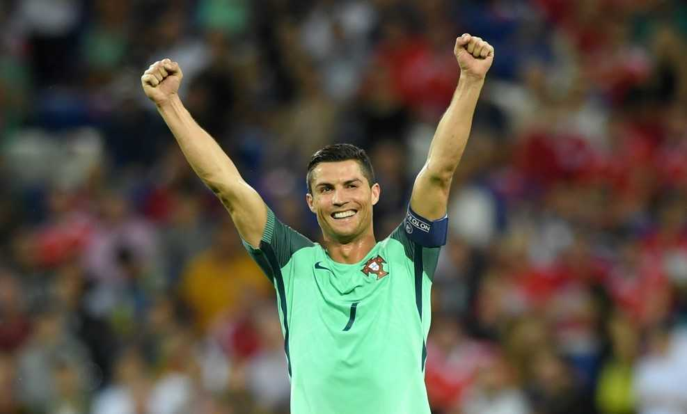 Hay goi Ronaldo la 'Quy ong hoan hao' hinh anh 2
