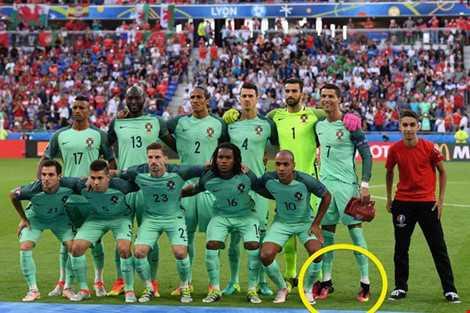 Ronaldo mac ao vay nuoc thanh va nhung tro me tin sieu di o Euro 2016 hinh anh 2
