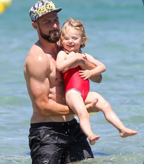 Giroud khoe co báp, bạn gái xinh dep mac bikini lọ bụng to hinh anh 8