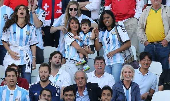 Messi: 9 tuoi biet yeu va chuyen tinh dep roi nuoc mat hinh anh 3