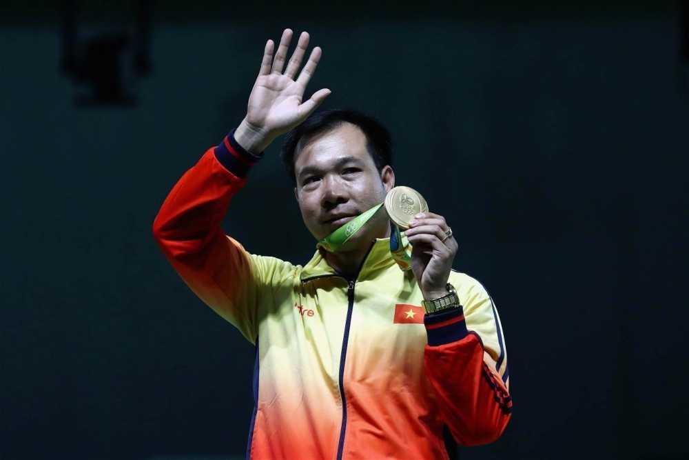 Hoang Xuan Vinh gianh Huy chuong vang Olympic, doan Viet Nam dong hang nhat voi My hinh anh 1