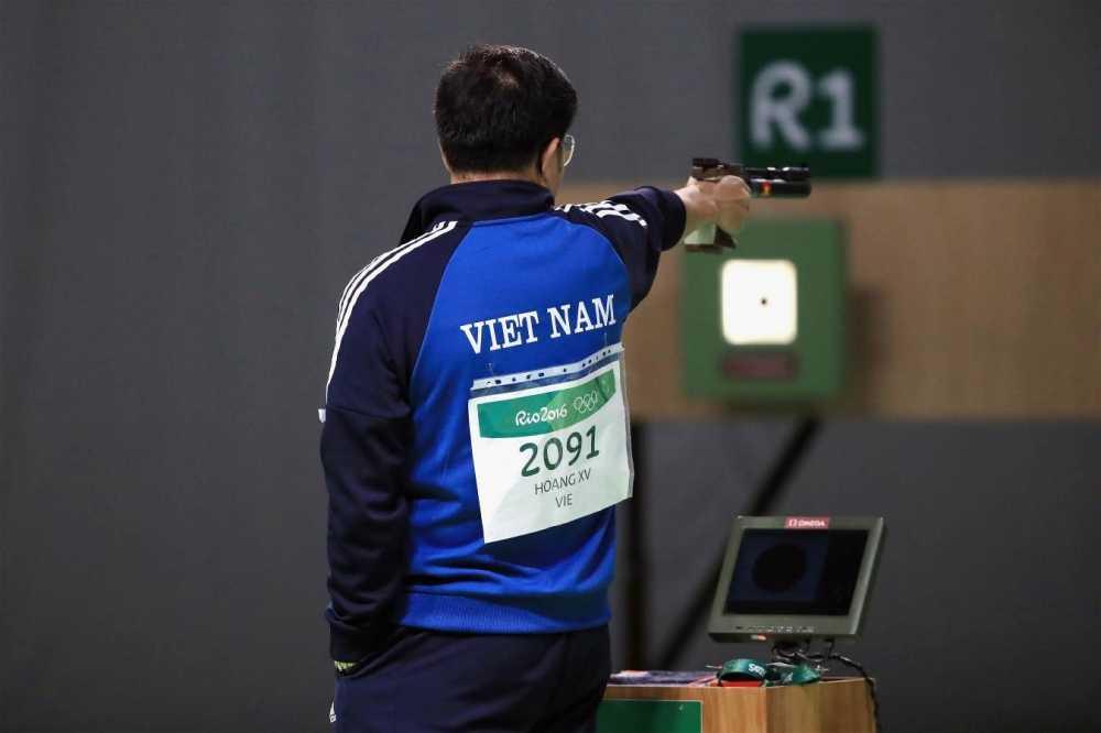 Hoang Xuan Vinh gianh Huy chuong vang Olympic, doan Viet Nam dong hang nhat voi My hinh anh 2