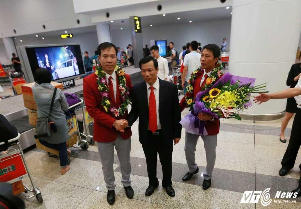 Truc tiep Olympic: Nguoi hung Hoang Xuan Vinh ve nuoc, Tien Minh dau Lin Dan hinh anh 5