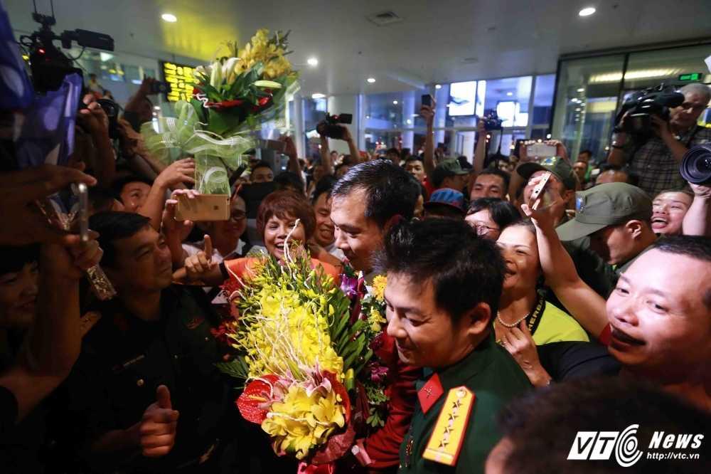 Truc tiep Olympic: Nguoi hung Hoang Xuan Vinh ve nuoc, Tien Minh dau Lin Dan hinh anh 4