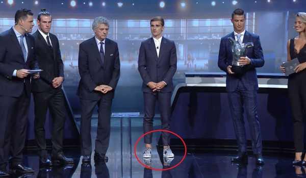 Antoine Griezmann bị cham biém vì di giày 'xáu' len nhan giai hinh anh 2