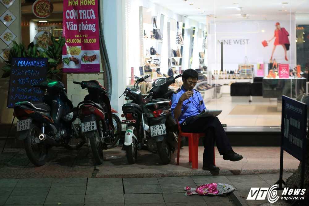 Video, anh: Muon kieu thuong thuc pho di bo quanh Ho Guom cua nguoi Ha Noi hinh anh 5