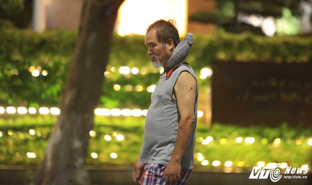 Video, anh: Muon kieu thuong thuc pho di bo quanh Ho Guom cua nguoi Ha Noi hinh anh 7