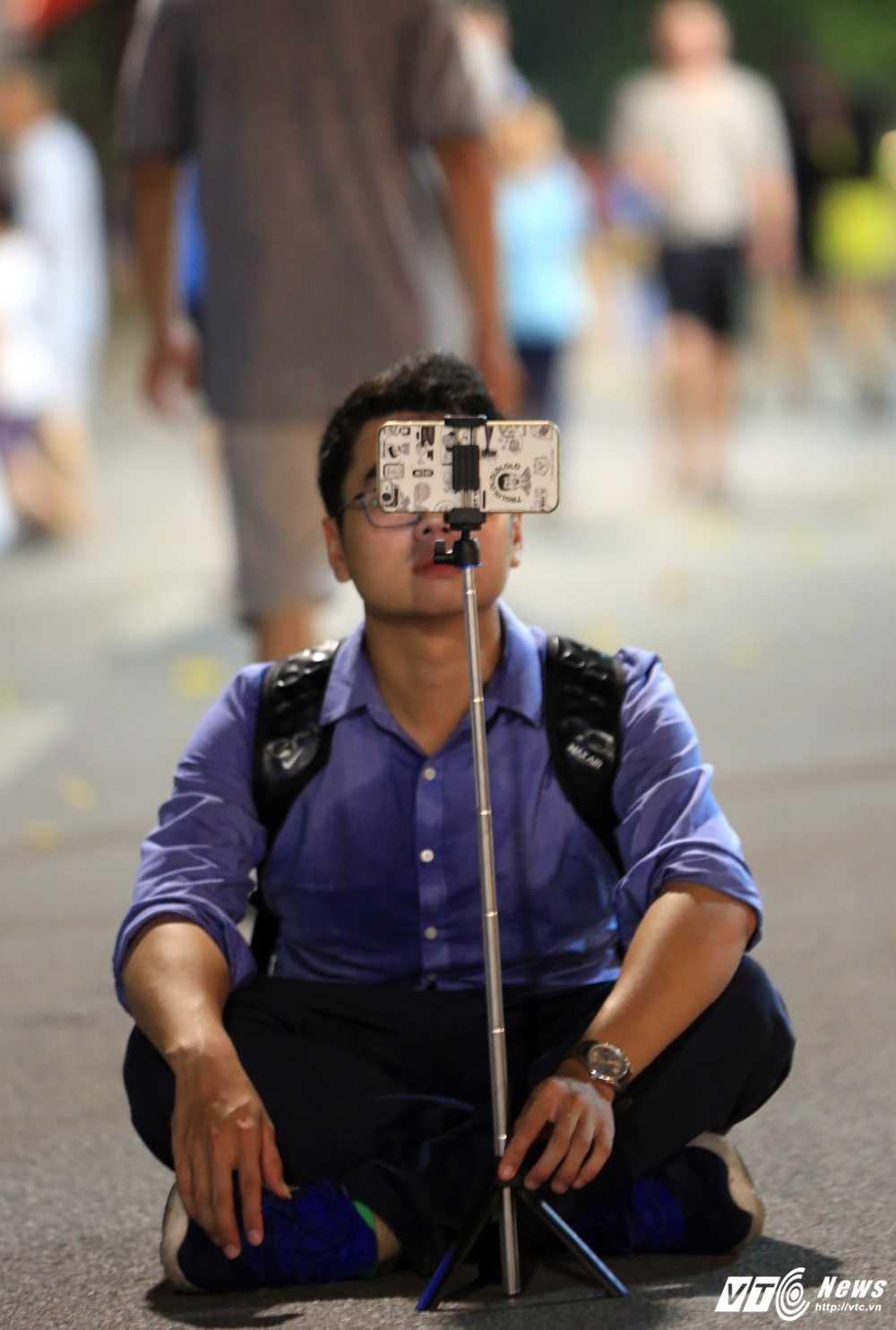 Video, anh: Muon kieu thuong thuc pho di bo quanh Ho Guom cua nguoi Ha Noi hinh anh 14
