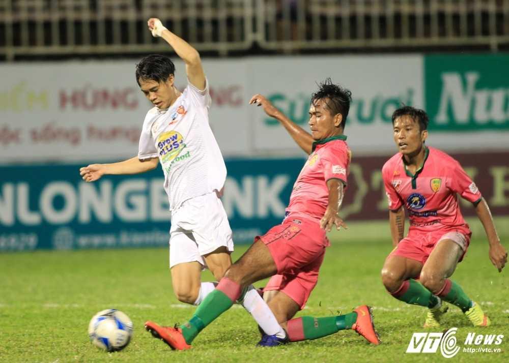 V-League 2017 hao hung don 'con mua tien' hinh anh 2