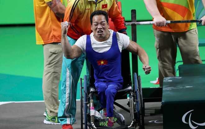 Clip: Khoanh khac Le Van Cong gianh huy chuong vang Paralympic 2016 hinh anh 3
