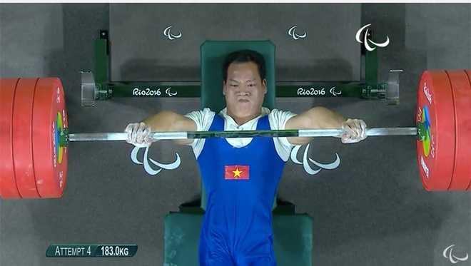 Clip: Khoanh khac Le Van Cong gianh huy chuong vang Paralympic 2016 hinh anh 2