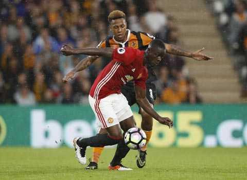 Eric Bailly: Tu bot dien thoai o Abidjan toi Old Trafford hinh anh 3