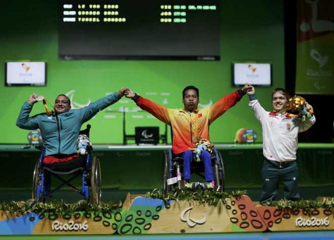 The thao VN lai lap ky tich: Le Van Cong gianh huy chuong vang Paralympic 2016, pha ky luc the gioi hinh anh 1