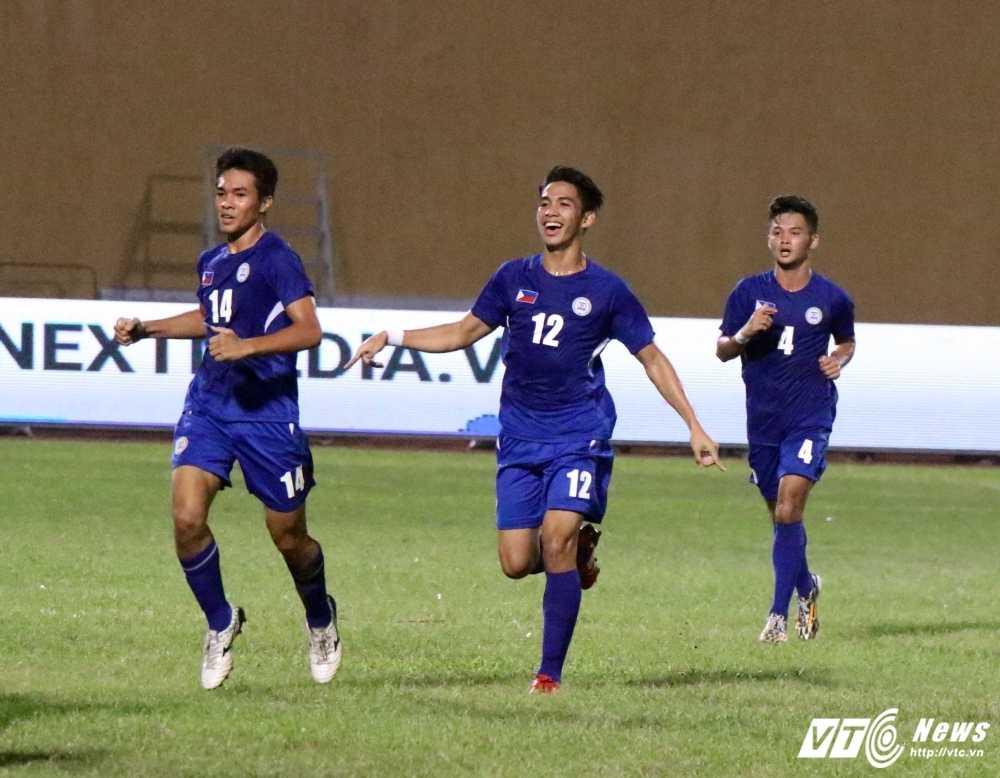 Hang thu te hai, U19 Viet Nam toat mo hoi thang U19 Philippines hinh anh 3