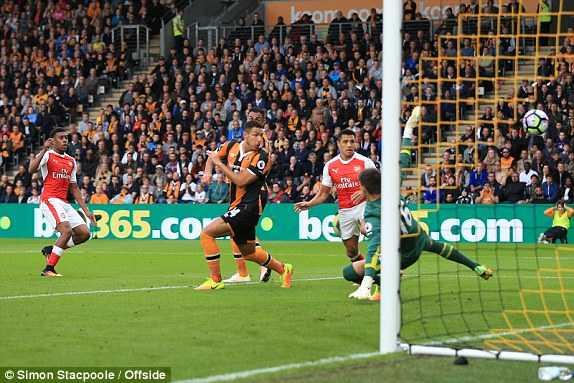 Arsenal da thanh thoi, thang de Hull City hinh anh 3
