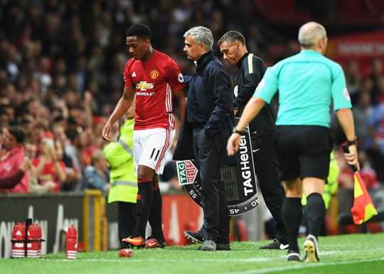 Martial sai lam day Mourinho vao tham canh hinh anh 3