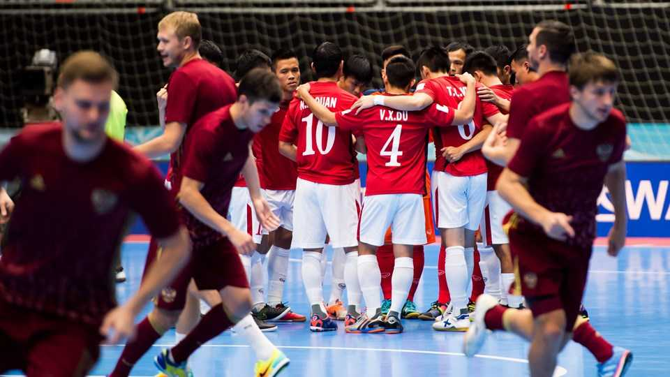 Truc tiep Futsal World Cup: Viet Nam vs Nga hinh anh 6