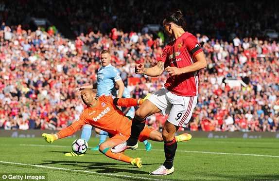 Truc tiep Man Utd vs Stoke City hinh anh 9