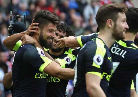 Giroud tro lai, trong hinh hai 'vi than' cua Arsenal hinh anh 2