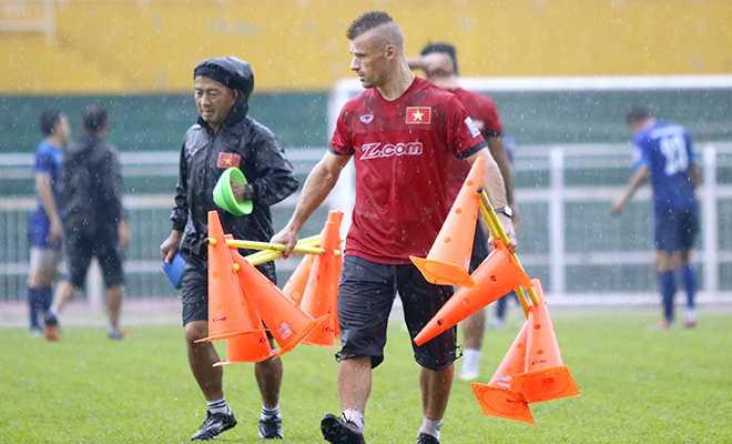 """""""Phu thuy"""" Martin Forkel tiet lo bi kip nang the luc cho U19 Viet Nam hinh anh 1"""
