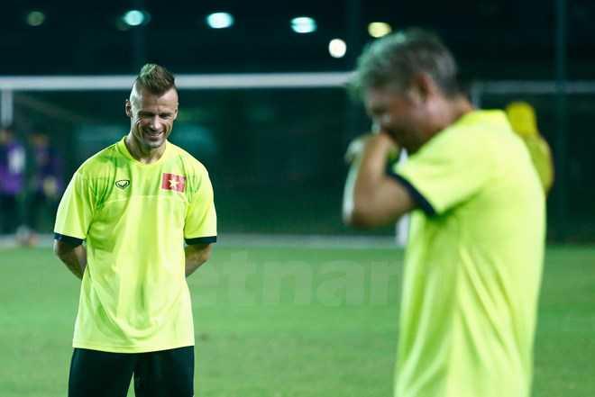 """""""Phu thuy"""" Martin Forkel tiet lo bi kip nang the luc cho U19 Viet Nam hinh anh 2"""