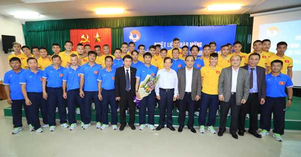 Nguyen Chu tich nuoc Nguyen Minh Triet: Tuyen Viet Nam vao top 3 AFF Cup la tot roi hinh anh 1