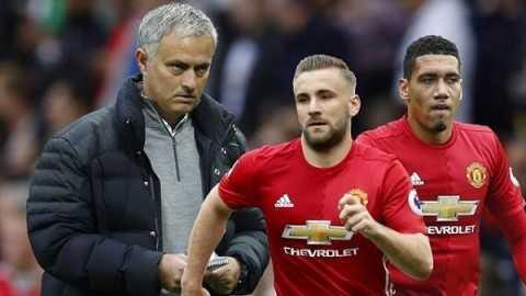Mourinho lieu co dung khi cong khai chi trich Smalling, Luke Shaw? hinh anh 2