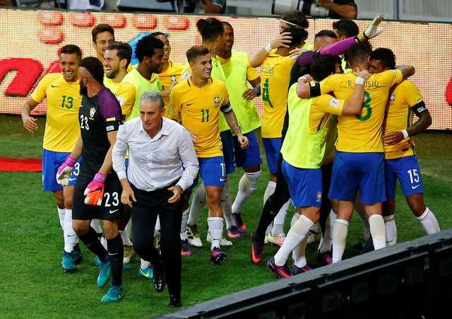 Messi 'vo dung', Argentina thua dam Brazil hinh anh 1