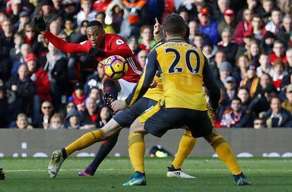 Martial: Cuoc chien giu vi tri o Man Utd gio moi bat dau hinh anh 3