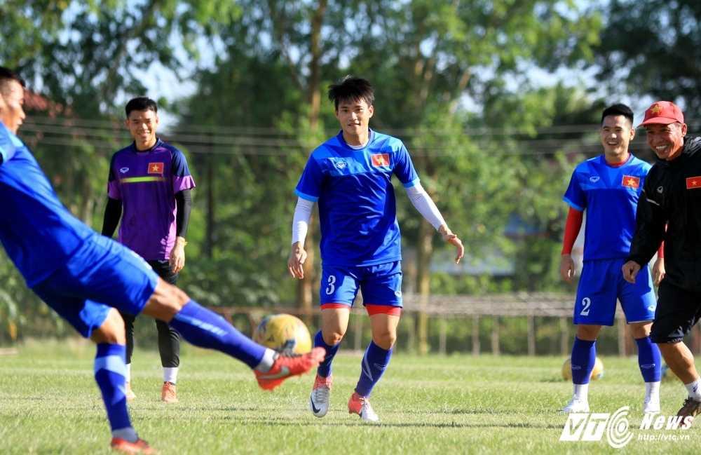 AFF Cup 2016: Tuyen Viet Nam mua rau tu dan dia phuong hinh anh 2