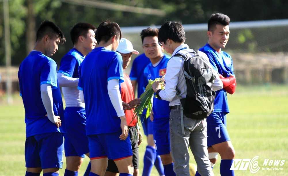AFF Cup 2016: Tuyen Viet Nam mua rau tu dan dia phuong hinh anh 1