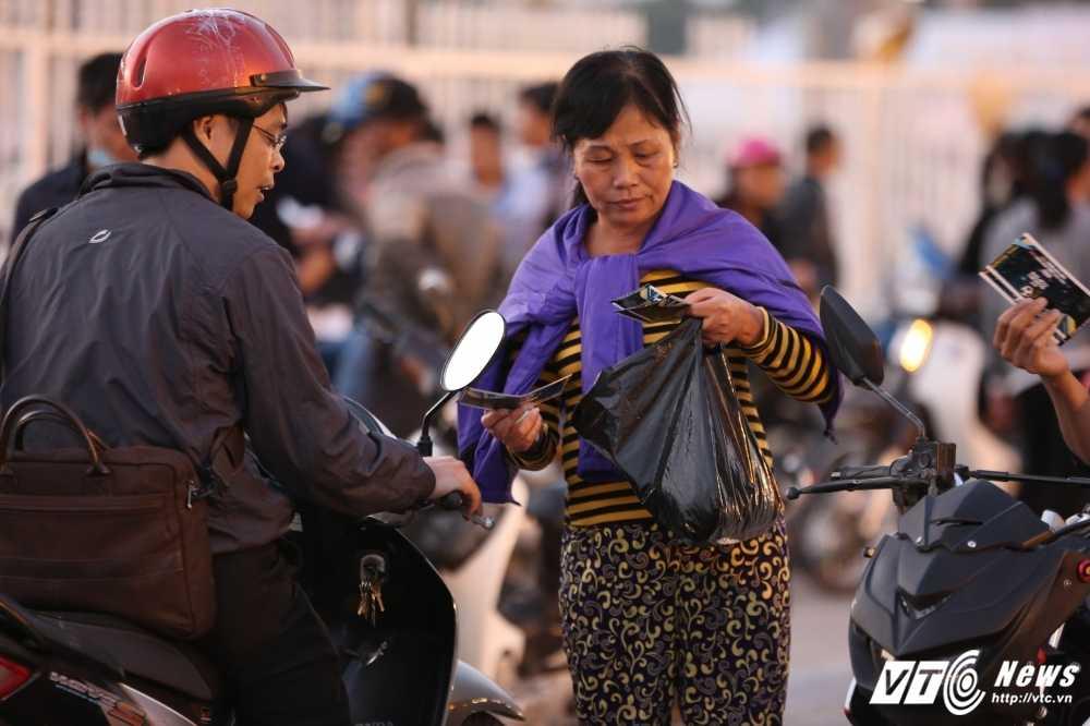 Toi muon 6/12: Dung gia 2 trieu/cap ve cho den xem Viet Nam vs Indonesia hinh anh 1