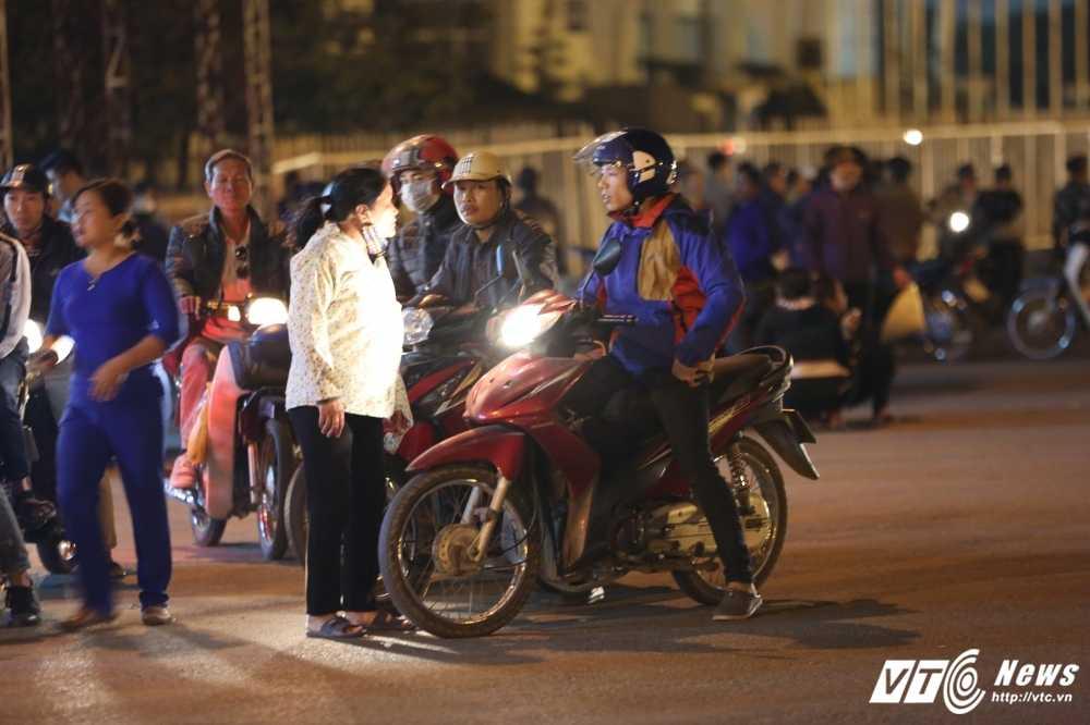 Toi muon 6/12: Dung gia 2 trieu/cap ve cho den xem Viet Nam vs Indonesia hinh anh 2