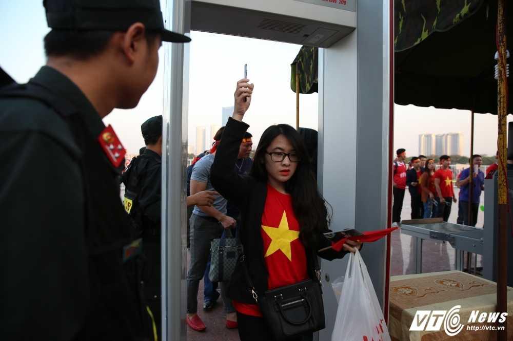 Viet Nam - Indonesia: Nhung co dong vien dau tien vao san hinh anh 2