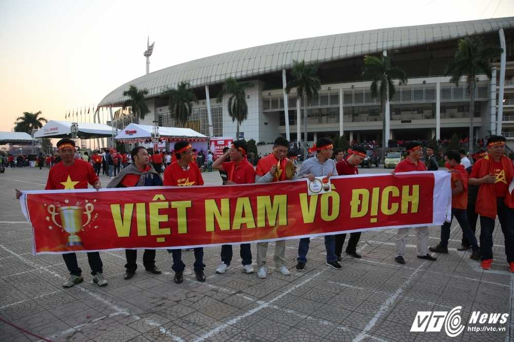 Truc tiep ban ket AFF Cup 2016: Viet Nam vs Indonesia hinh anh 25